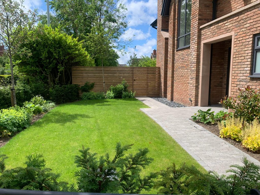Our Bank Farm Grove homes have the perfect summer garden